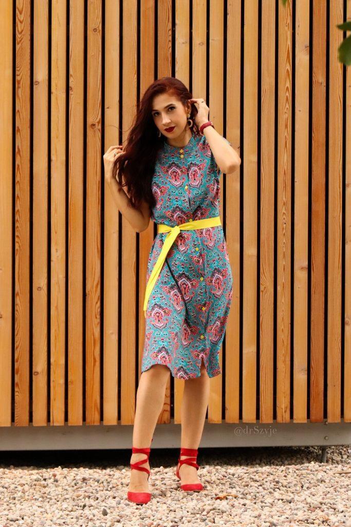 sukienka w żywych kolorach 1