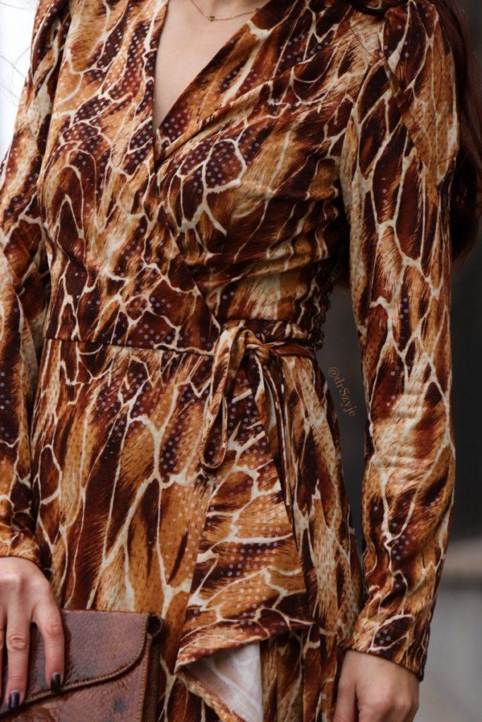 sukienka kopertowa wykrój