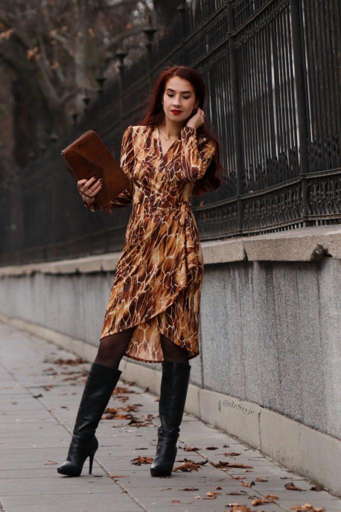 sukienka kopertowa wiązana w talii