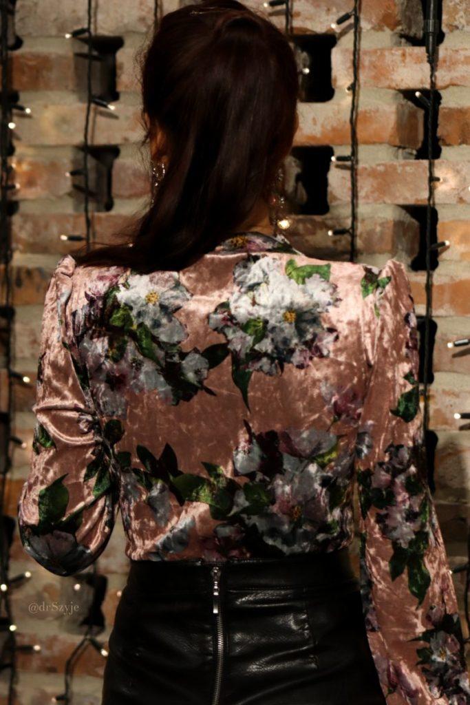 aksamitna bluzka tyłem